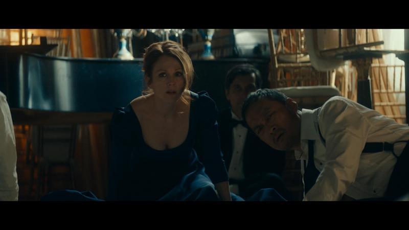 渡邊謙在片中飾演日本富商,邀請茱莉安摩爾到其派對演唱,不料派對卻遭武裝革命份子闖入,挾持人質。(牽猴子提供)