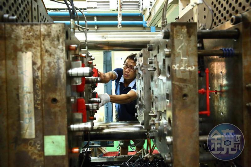 林健祥把外勞當成本勞對待,加班費、三節獎金一視同仁,外勞平均月入達4.5萬元。