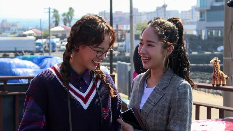 金世正在《Busted!明星來解謎》的表現活躍可愛,在韓國也擁有高人氣。(Netflix提供)