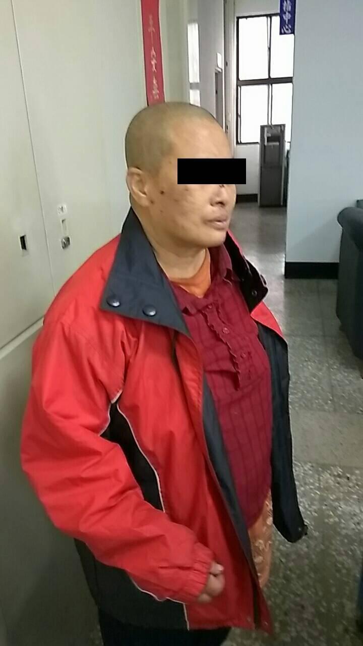 50歲的蘇姓媳婦患有重度憂鬱症並領有重大傷病卡,她坦承半夜睡不著覺竟用打火機點燃垃圾桶雜物,不知道釀下大禍。(屏縣消防局提供)