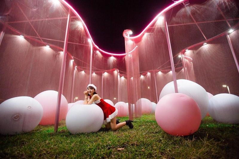屏東的粉紅色耶誕,有各種可愛的粉紅色造型可以拍照。(屏東縣政府提供)