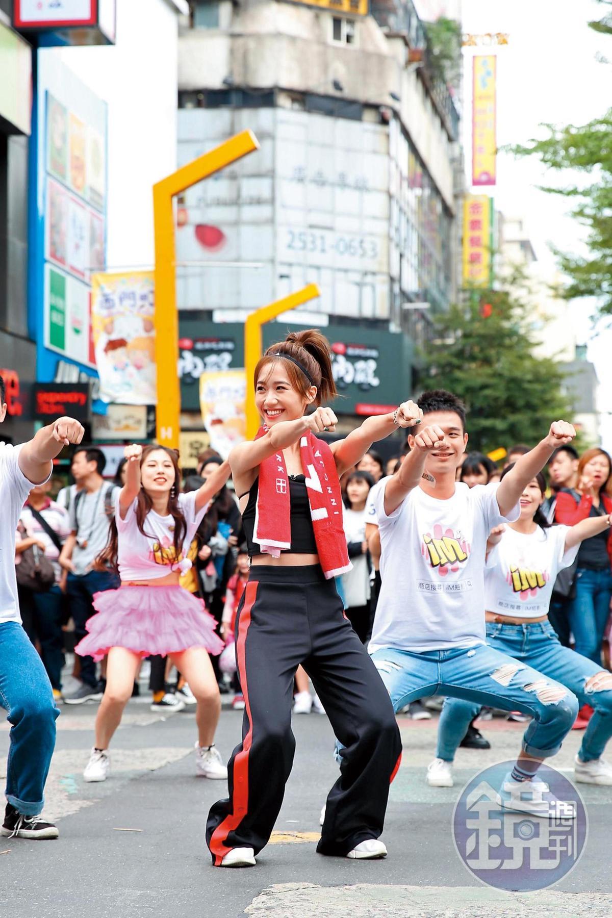 iM短影邀約各界人士一同參與短影音做公益活動,Lulu甚至走上街頭號邀粉絲一起做。