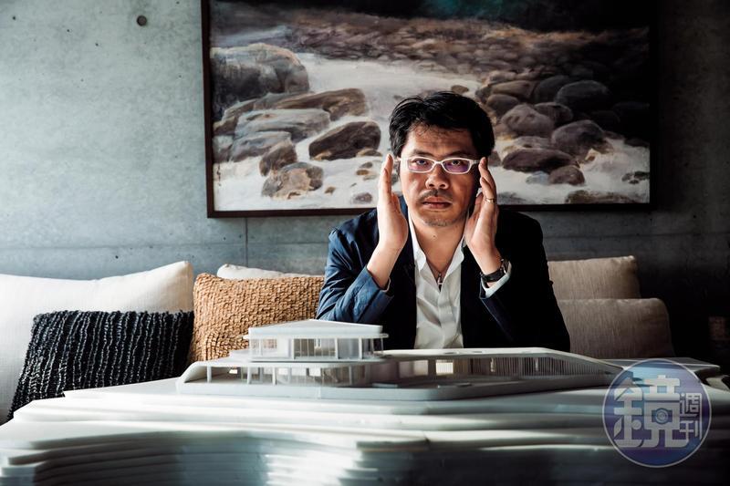 羅耕甫沒喝過一天洋墨水,靠著自學成為建築師,他沒有建築師執照,3年拿了120個獎座受到矚目,創下比有執照建築師還厲害的第一記錄。