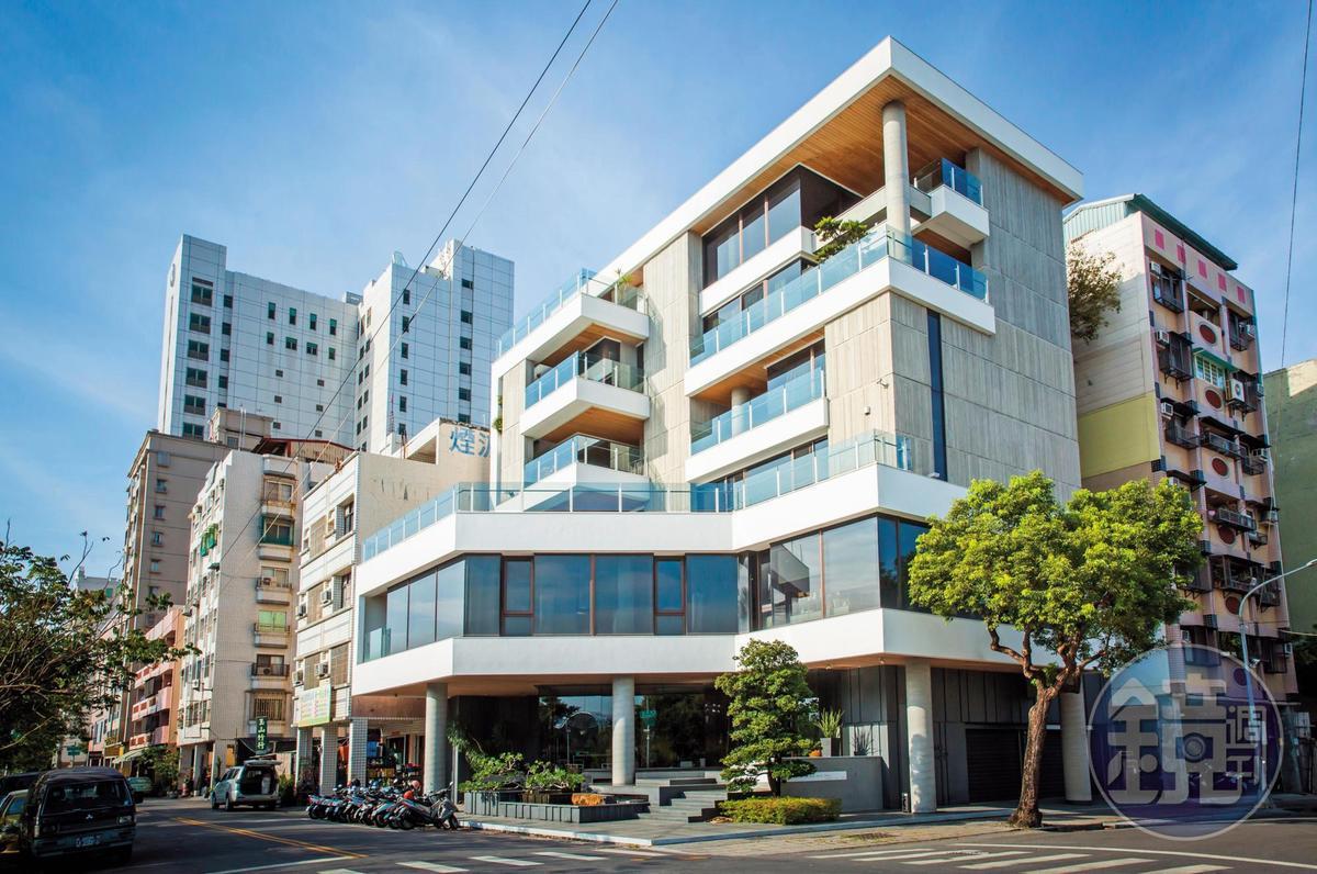 8年前,羅耕甫購地自建「靚海築」作為辦公室與住宅,這是他第1個完整的建築作品。
