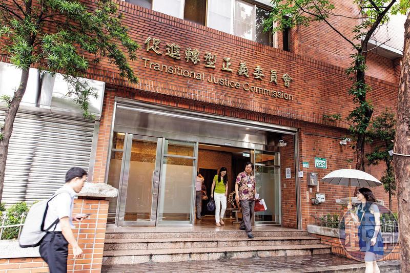 促轉會主委跑了,代理主委楊翠卻打算改鈔改幣、搬銅像、改紀念堂性質,抹掉老蔣圖騰,給民進黨政府找麻煩。