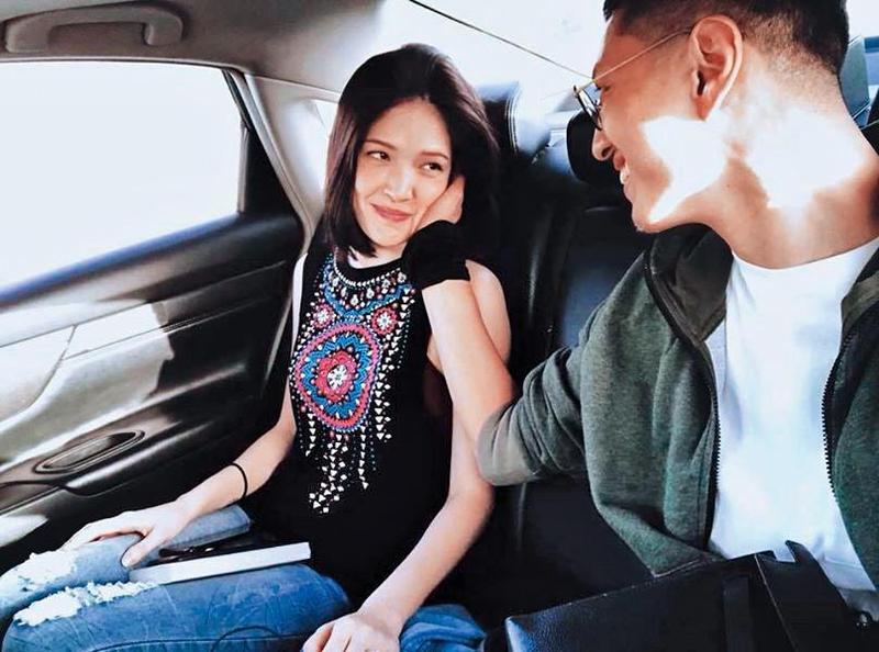 有張許瑋甯跟劉又年罕見的親暱合照,小倆口之間眼光交會,相當有愛。(翻攝自許瑋甯臉書)