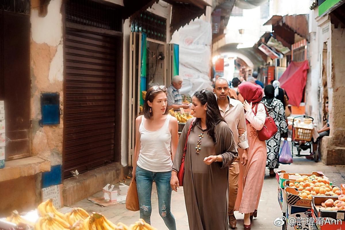 其實今年年中,許瑋甯(左)就已去過摩洛哥,當時她留下不少美麗照片,應也是出自於劉又年之手。(翻攝自許瑋甯臉書)