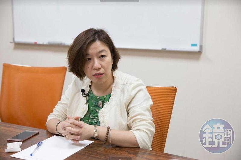 立委林靜儀呼籲健保署修健保法施行細則,建議2年未入境民眾就先停保,返國後半年才能復保。