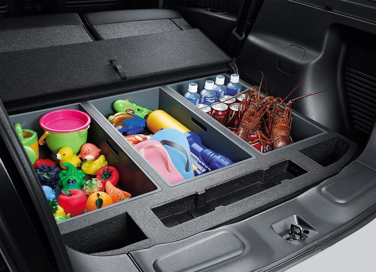 輕量化設計,可抽洗PP材質,各式小物都能輕鬆置入。(售服配件)