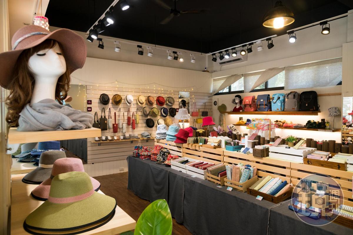 在林班道購物中心中,「紙布家」是以紙為主題的小物專賣店。