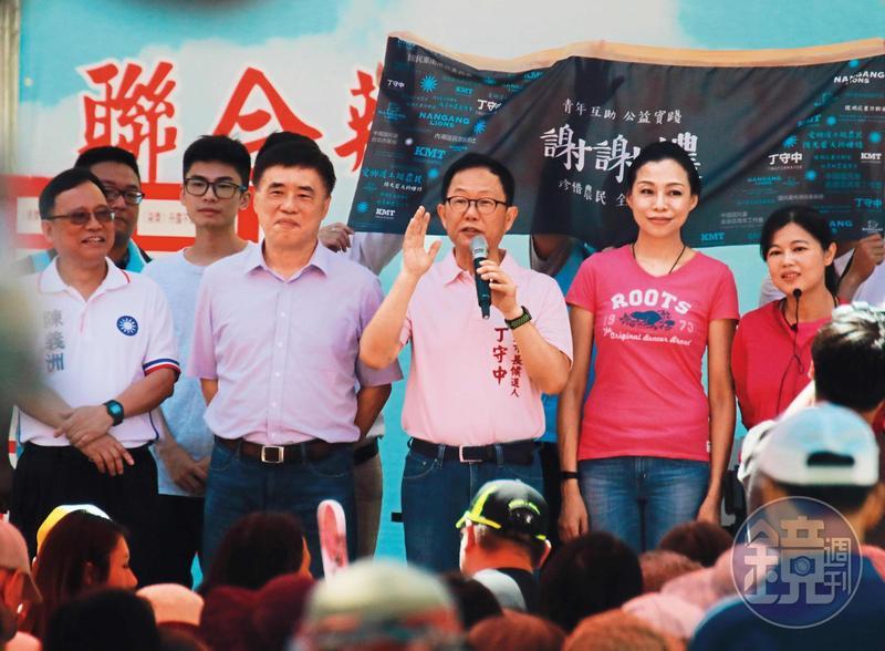 5月27日9:41,郝龍斌陪游淑慧參加各種造勢活動,也與台北市長候選人丁守中同台。