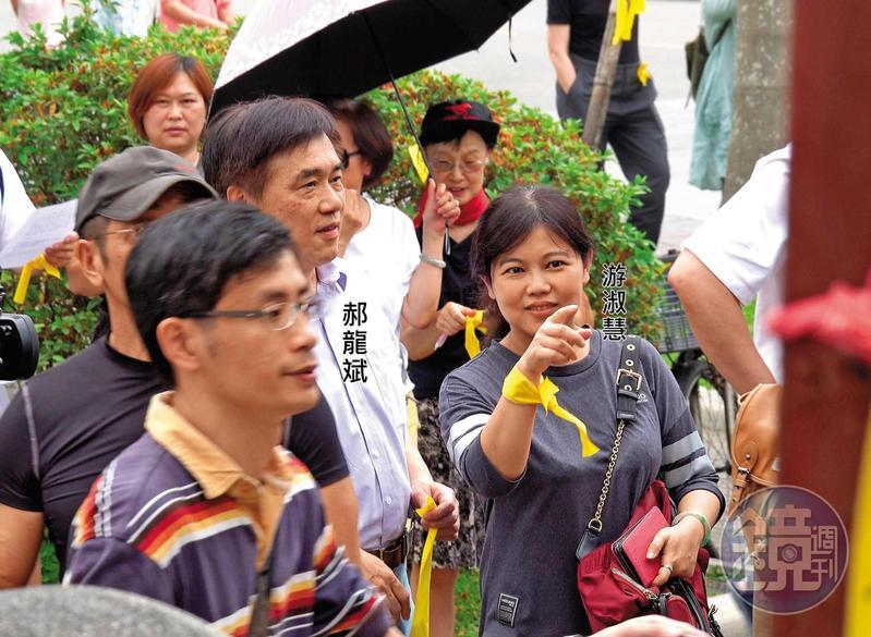 郝龍斌出席台大「反拔管」活動,游淑慧隨侍在側。