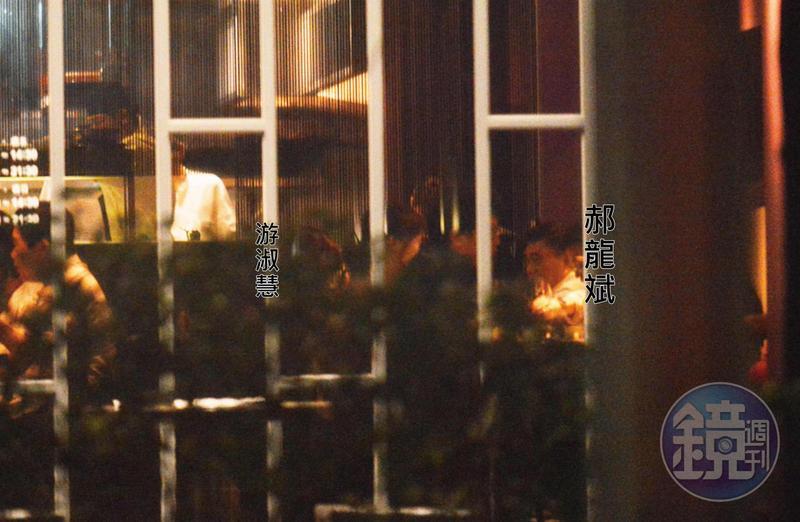 2018年6月1日19:50,郝龍斌與游淑慧在大直WOK臥風閣餐廳共進高檔晚餐,2人邊吃邊聊、有說有笑。