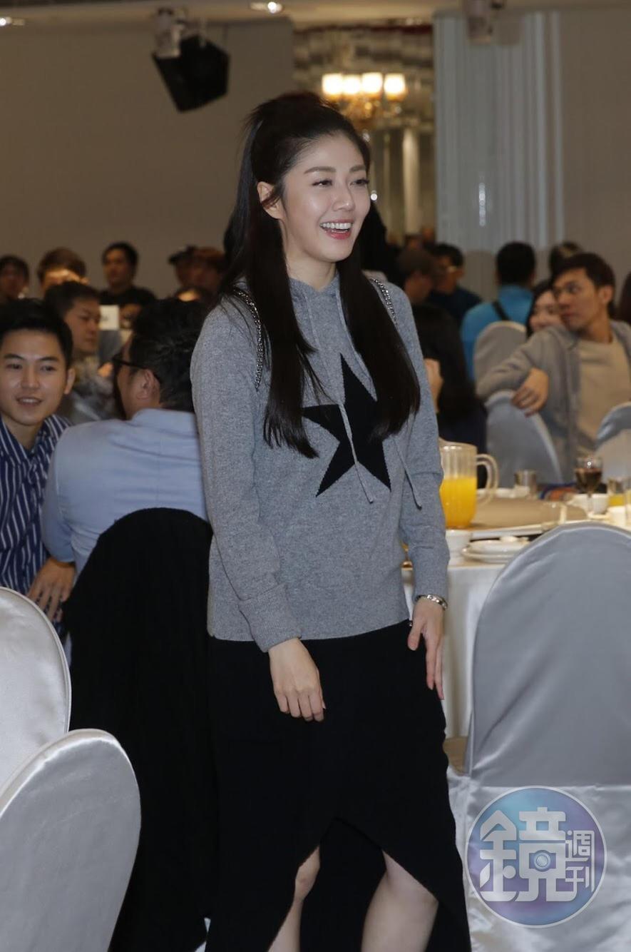韓瑜出席殺青宴,但沒待多久就手刀快閃。