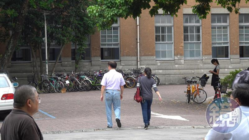 郝龍斌與游淑慧5月1日結束台大的聲援活動後,2人一起離開現場。