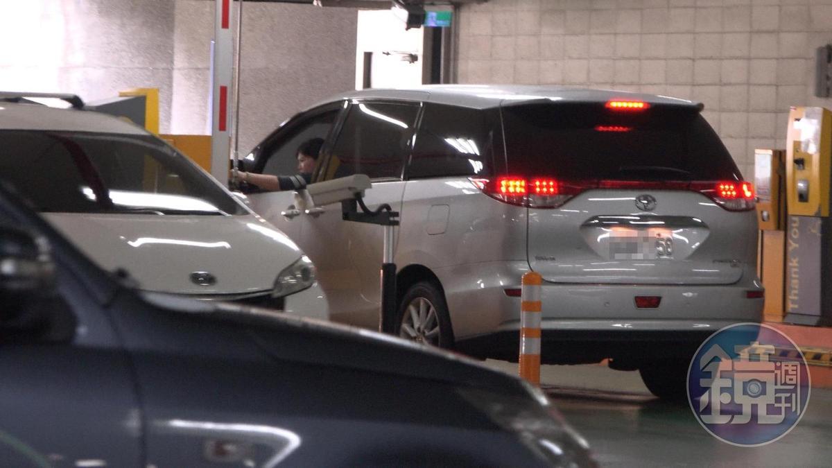 游淑慧開車刷卡離開停車場,隨即載郝龍斌往基隆前進。