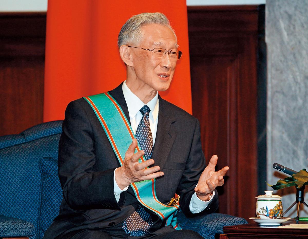 前監察院長陳履安被指溢領退休金122萬元。(中央社)