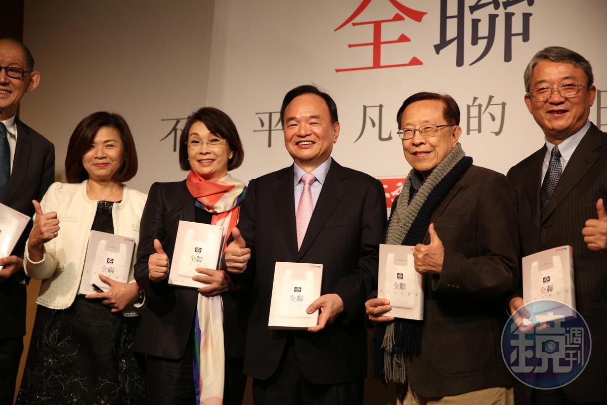 林敏雄今天與全聯高階主管一同現身新書發表會。
