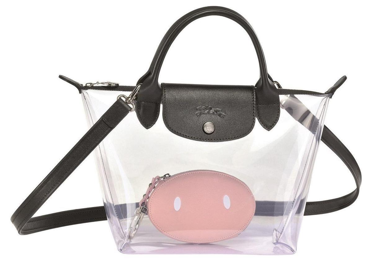 Longchamp x Mr. Bags限量聯名系列 LE PLIAGE PVC托特包,NT$13,300。〈Longchamp提供〉