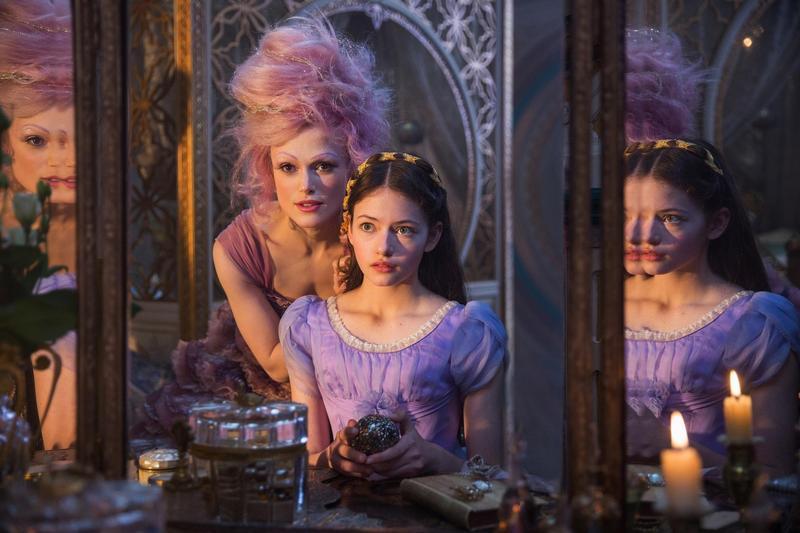 綺拉奈特莉在《胡桃鉗與奇幻四國》裡飾演甜梅仙子,黏膩的嗓音令人莞爾,原來她是從孩童身上找到靈感。(迪士尼提供)