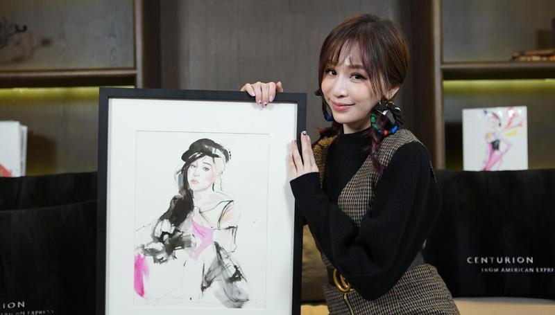 王心凌發新專輯《CYNDILOVES2SING愛。心凌》,開心拿到自己人像的插畫。(MyMusic提供)
