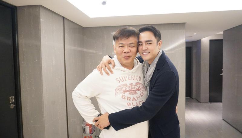 明道和馮凱曾在14年前合作過,特地探班新劇劇組。(八大提供)