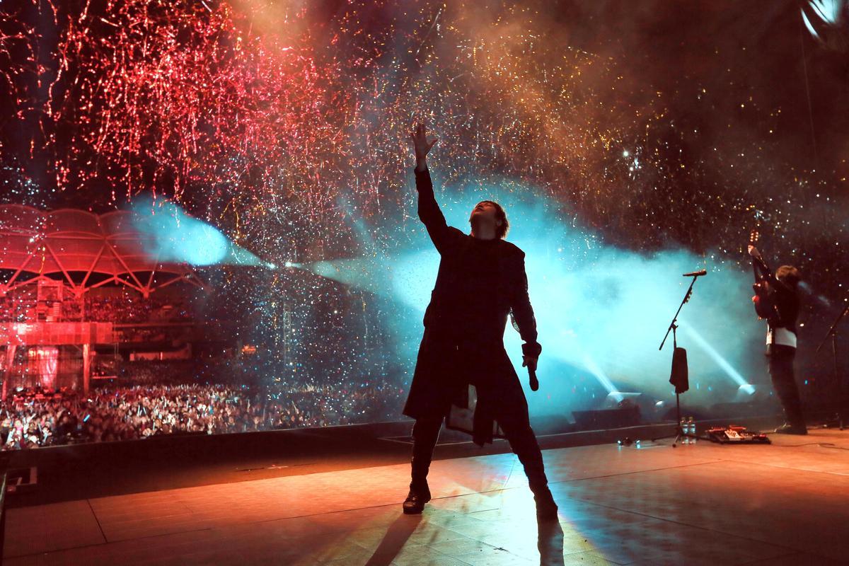 五月天《人生無限公司》台中演唱會29日開唱,不畏台中低溫帶著全場抗寒取暖。(相信音樂提供)