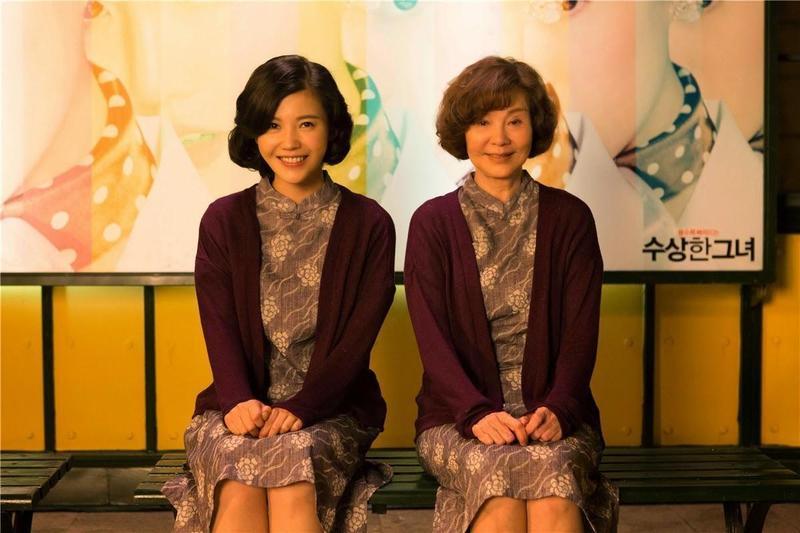 楊子姍(左)、歸亞蕾主演的《重返20歲》,在中國大陸上映後票房逾新台幣18億元。(Catchplay提供)