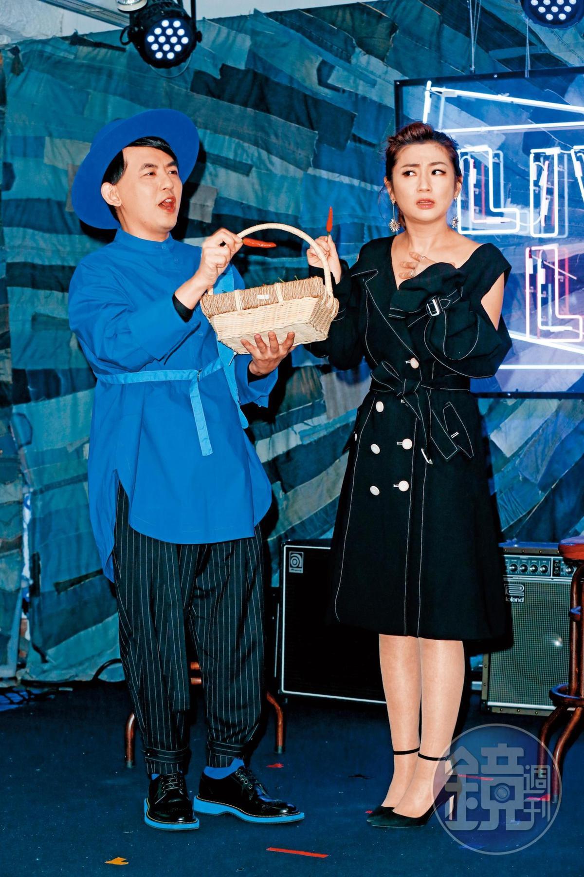 Selina(右)日前特別出席好友黃子佼(左)新專輯《Live_Life》聽歌會,兩人互動熱絡,看得出好私交。