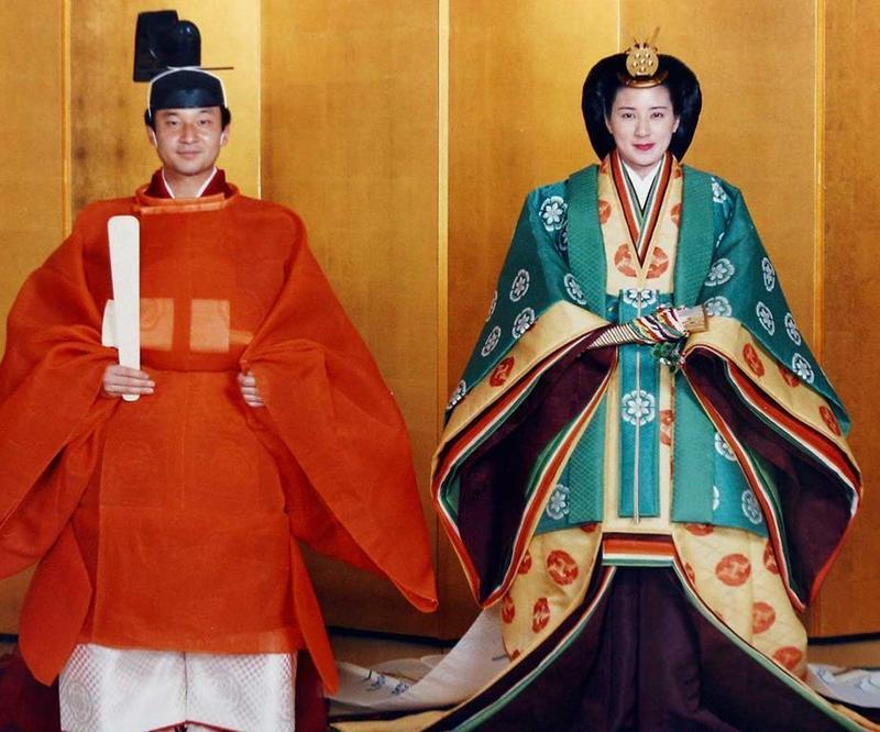 今年5月1日將繼任天皇的日本德仁皇太子與太子妃雅子婚禮上穿著日本傳統服飾。(東方IC)