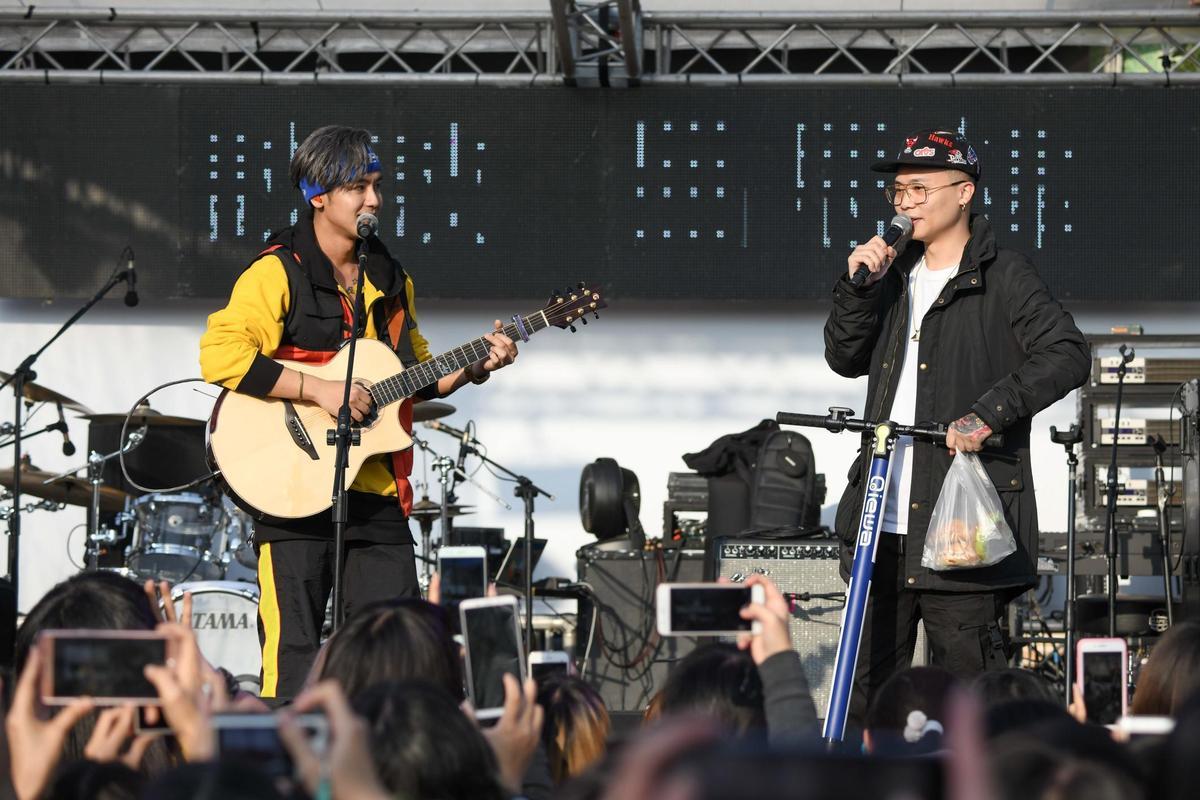 鼓鼓跟蕭秉治會在台北演出合作,搶先在台中放送合體。(相信音樂提供)