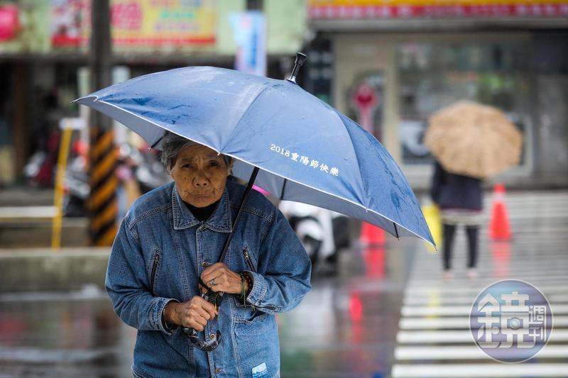 今北台灣仍溼冷,氣溫約在15至18度,其他地區早晚也是偏涼。