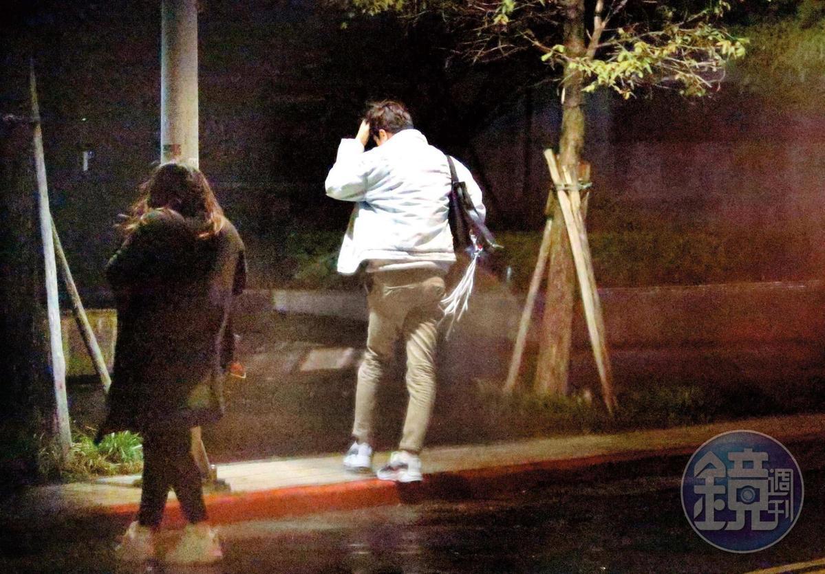 01:30 謝佳見和棉花糖妹步入住處,直到深夜都未出門。