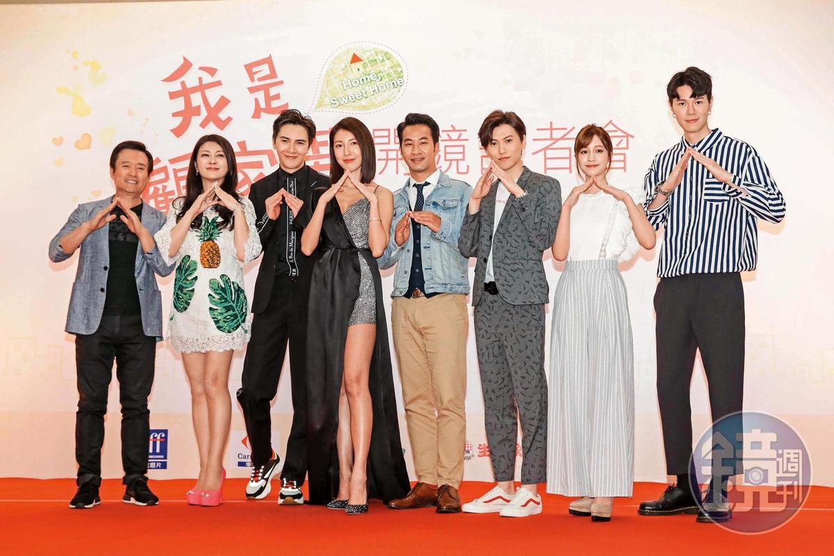 謝佳見(左三)近期和楊謹華(左四)、黃健瑋(右四)拍攝新劇《我是顧家男》,也萌生成家念頭,甚至跑去凍精密謀產子。