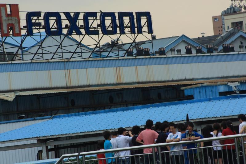 鴻海集團旗下富士康位於中國的龍華園區約有30萬名員工,近來傳出高階主管介入員工家庭。(東方IC)