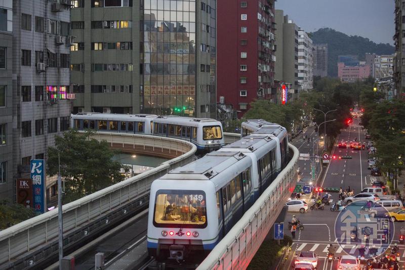 台北捷運搭乘人次將突破100億。