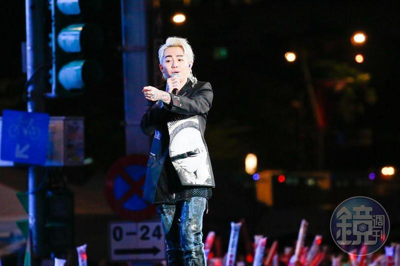 謝和弦向台下觀眾感性告白,講到「謝謝大家,我是謝和弦,我是台灣人,我愛……」時,轉播單位直接卡掉秒進廣告。