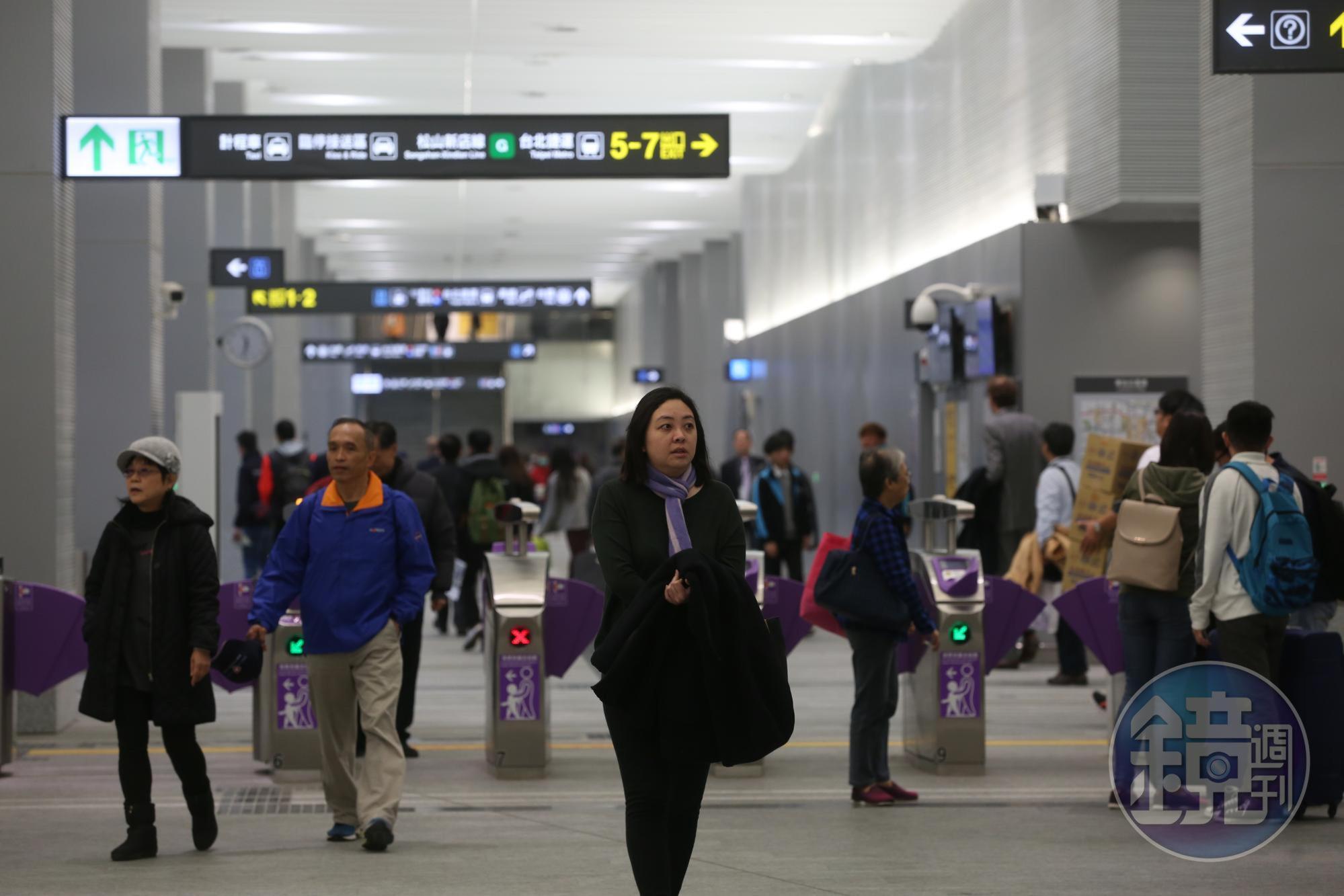 台北雙子星位於六鐵共構的台北車站旁,具便利性與人潮優勢。