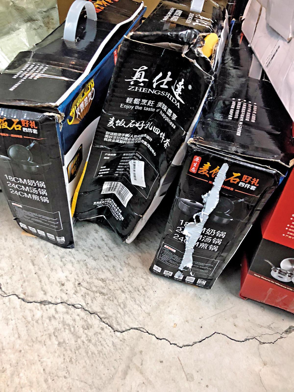炒菜鍋外盒扁塌,屢遭主婦打槍,而且1只鍋成本就要550元,乏人問津。(讀者提供)