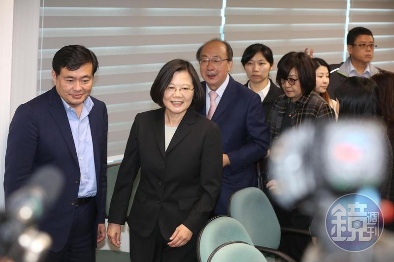 民進黨發言人何孟樺呼籲習近平主席正視台灣是一個主權獨立的國家。
