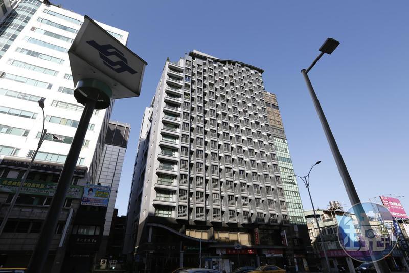 捷運共構宅屋齡新、產權單純,藝人李芳瑜當初幸運以低價標得。