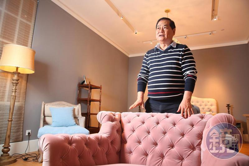 客戶非富則貴,69歲的謝智通卻是一身Hang Ten平價條紋polo衫,興趣是收集工廠。