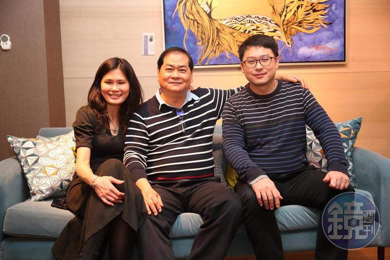 謝智通(中)的兒子(右)、女兒(左)已入集團接班多年,但他仍堅持不退休,親自帶公司衝。