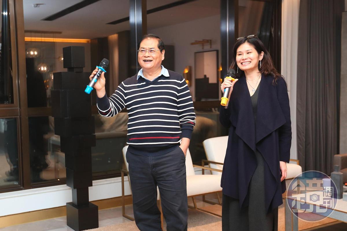 如今謝智通(左)的女兒謝淑韞(右)也進公司工作,2人偶爾會相約一起唱歌。