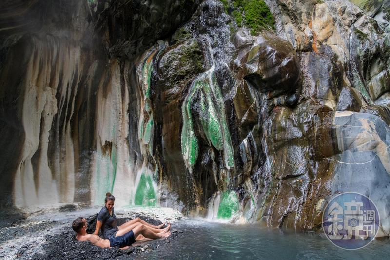 栗松溫泉被喻為全台灣最美的野溪溫泉。