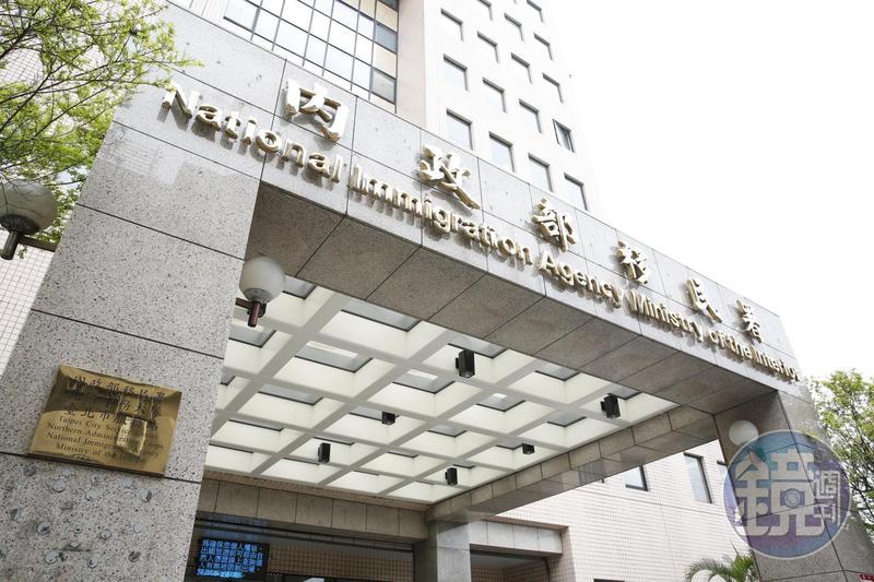移民署長呼籲越南脫逃旅客主動投案,也提供每人4,000元的檢舉獎金。(移民署提供)