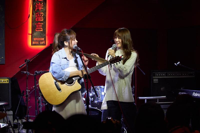 王笠人與吳汶芳攜手開唱,展現同門的好交情。(福茂唱片提供)