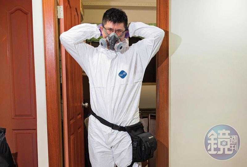 盧致宏職業為命案現場清理師,開工前都要穿上防護衣、戴面罩,避免接觸到受汙染的環境。