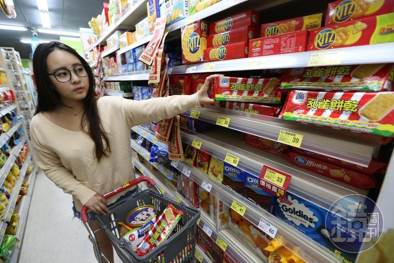 孔雀餅乾是零食常銷品,每年賣出約2,000萬座台北101的高度。