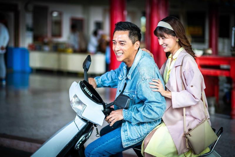 男主角鄭人碩與林予晞抽空為電影主題曲〈想都沒想過〉拍攝MV。(想亮影藝)